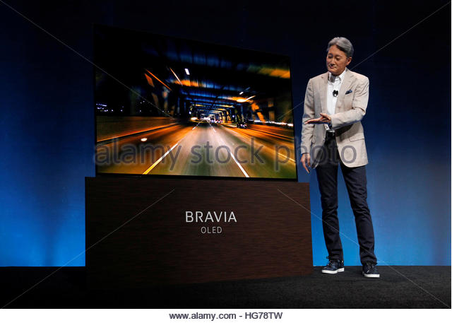 Sony President and CEO Kazuo Hirai shows off a Sony Bravia OLED television with an Acoustic Surface during a Sony - Stock-Bilder