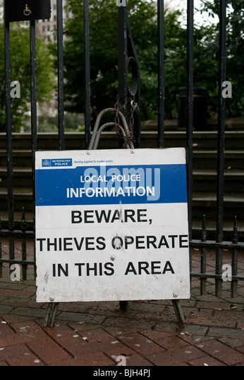 A police warning sign that thieves operate in this area - Stock Image