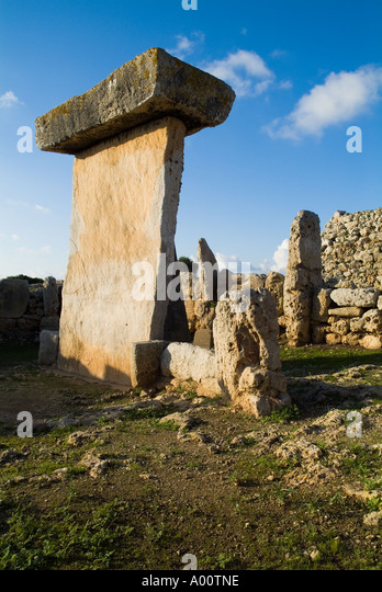 dh Taula of Trepuco TREPUCO MENORCA Prehistoric Talayotic Taula stone pillar - Stock Image