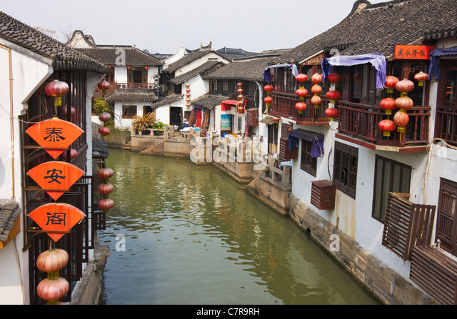Traditional houses along the Grand Canal in the water town, Zhujiajiao, Shanghai, China - Stock Image