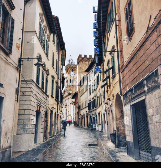 Italia, Tuscany, Poggibonsi, Rainy day on streets - Stock Image