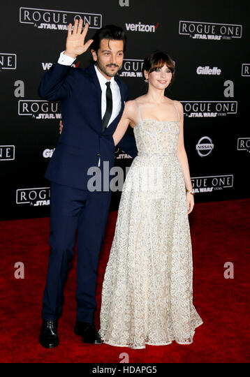 Hollywood, California, USA. 10th Dec, 2016. Felicity Jones and Diego Luna at the World premiere of 'Rogue One: - Stock Image