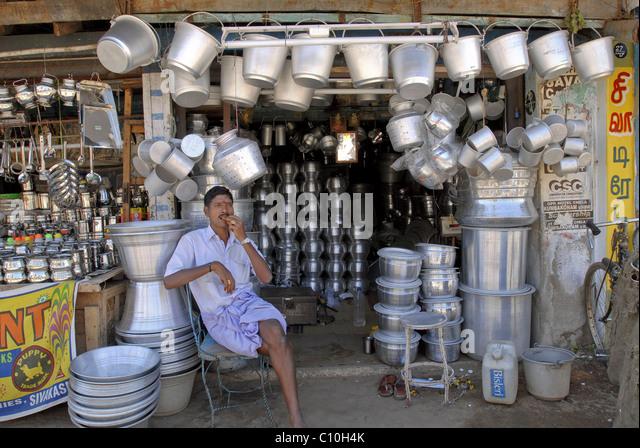 A VESSEL SHOP IN KUMBAKONAM TAMILNADU - Stock-Bilder