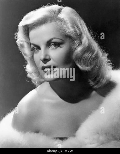 CLEO MOORE (1924-1973) US film actress  in 1956 while filming 'Over Exposed' - Stock-Bilder