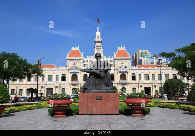 Peoples Committee Building, City Hall, Hotel de Ville, Ho Chi Minh Statue, Ho Chi Minh City, Saigon, Vietnam - Stock Image