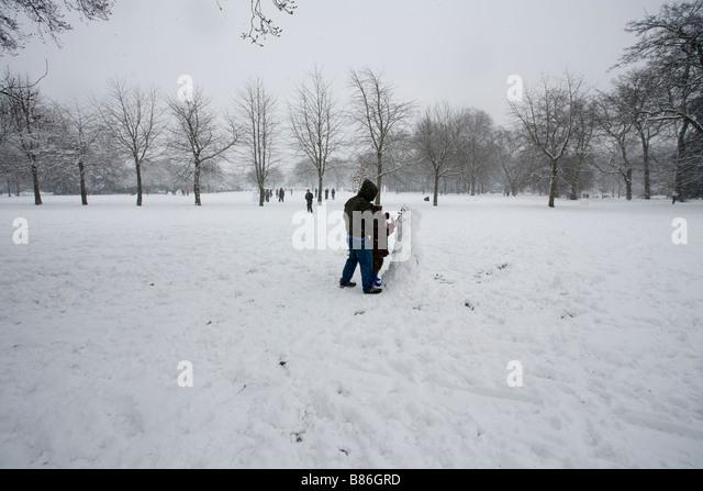 park snow snow men snow snow ball fights - Stock Image