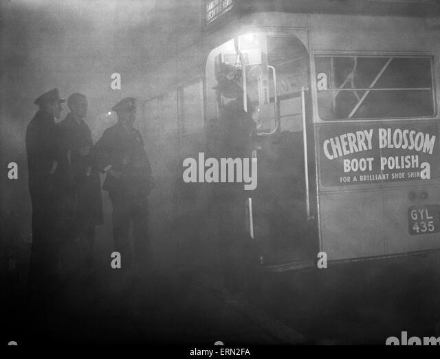 London Bus in the fog, 20th November 1949. - Stock Image
