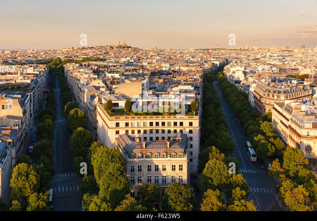Central Paris, in late afternoon, Avenues Hoch and de Friedland at the end of the afternoon in the 8th arrondissement. - Stock Image