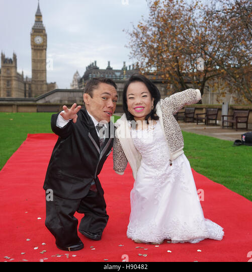 London, England, UK. 17th Nov, 2016. Photocall for The Shortest married couple, Male: Paulo measures 90.28 cm and - Stock Image