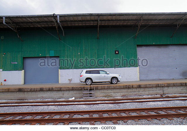 Louisiana New Orleans North Peters Street Mississippi River warehouse Port of New Orleans train tracks car loading - Stock Image