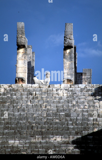 Chichen Itza Temple of Warriors with chac mool Mexico Yucatan peninsula - Stock Image