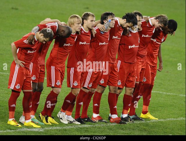 ITAR-TASS: MOSCOW, RUSSIA. AUGUST 26, 2010. Lokomotiv players form a wall to defuse a Lausanne penalty kick during - Stock Image
