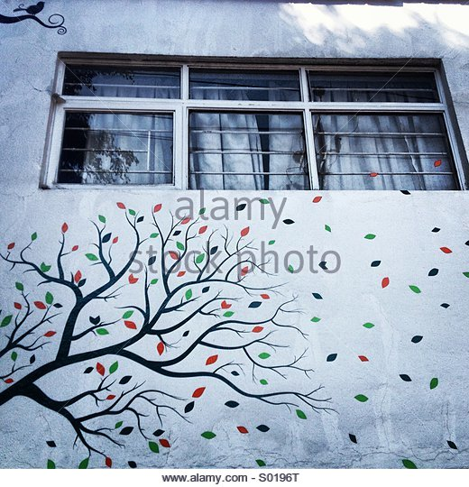 A mural with the image of a tree decorates a house in Colonia Roma, Mexico City, Mexico - Stock Image