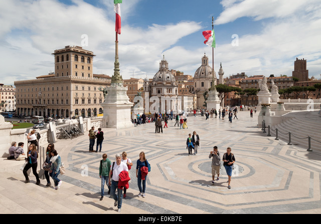 People at the Vittorio Emanuele Building, Rome, Italy Europe - Stock Image