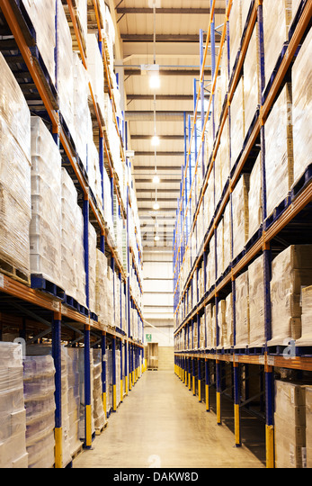 Aisle of boxes in warehouse - Stock Image