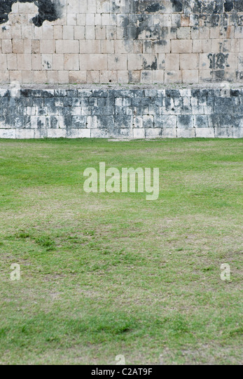Mexico, Yucatan State, Chichen Itza, ancient brick wall of Mayan ruins - Stock Image