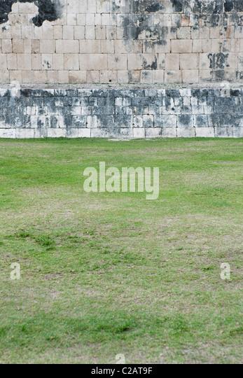 Mexico, Yucatan State, Chichen Itza, ancient brick wall of Mayan ruins - Stock Image