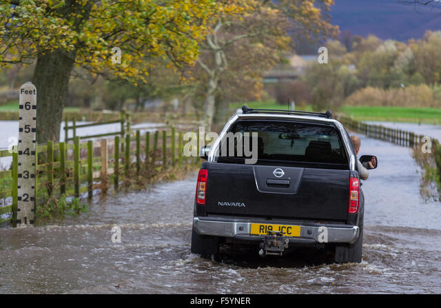 Skipton, North Yorkshire, UK. Tuesday 10th November 2015. Flood waters along the Aire Valley, just outside the North - Stock Image