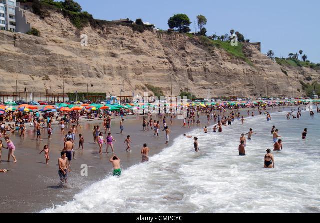Lima Peru Barranco Circuito de Playas Acantilado cliffs Playa los Yuyos Pacific Ocean coast beach water shore crowded - Stock Image