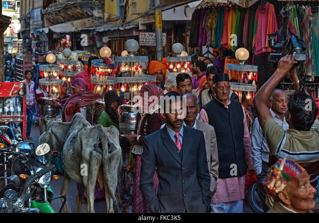 a Hindu wedding procession in Pushkar, Ajmer, Rajasthan, India, Asia - Stock Image