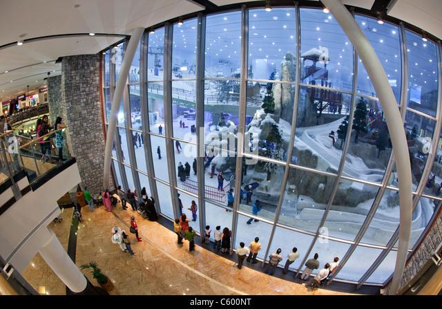 Dubai Mall of Emirates Ski dubai, Indoor skiing Dubai Mall of Emirates Ski dubai, Indoor skiing - Stock Image