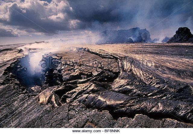 Lava overflowing caldera of Pu'u 'O'o, Hawaii Volcanoes National Park, Hawaii - Stock Image
