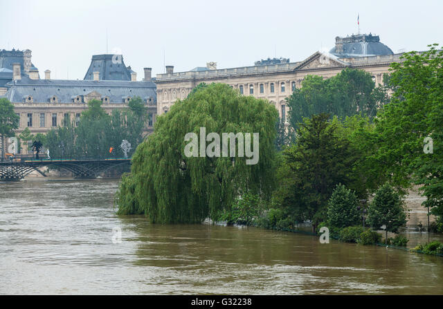 Paris, France. 06th June, 2016. Flood decrease, decrue de la Seine, square du vert galant, Louvre, Pont des Arts,Paris, - Stock Image
