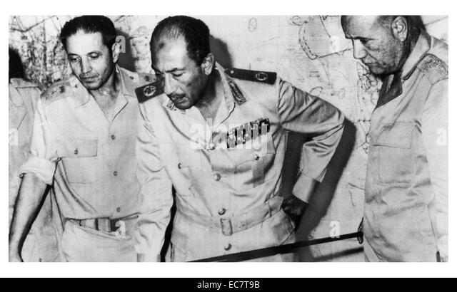 Egypt's chief of staff, President Sadat and minister of war review developments in the 1973 Arab-Israeli War - Stock Image