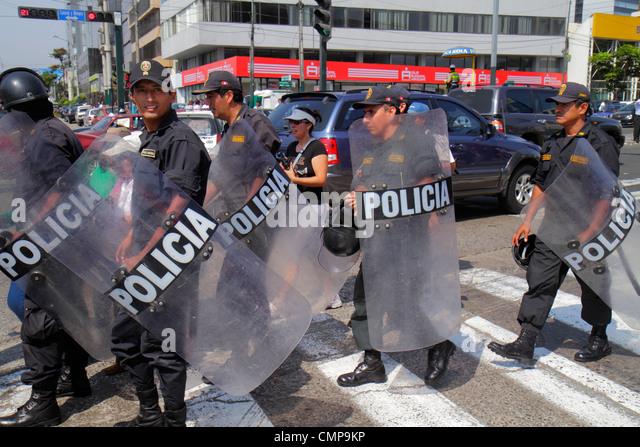 Peru Lima San Isidro Avenida Canaval y Moreyra protest Petroperu Petróleos del Perú street scene Indigenous - Stock Image