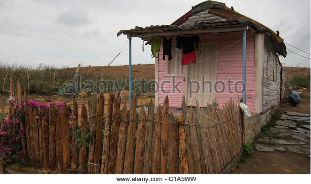 Clothes drying in front of shack, traditional thatched-roof Cuban 'bohio' (hut) in Vinales Valley, Cuba, - Stock Image