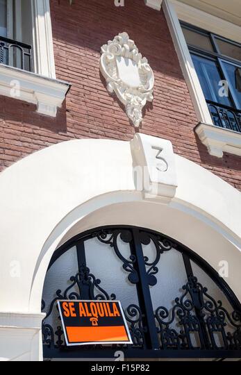 Spain Europe Spanish Madrid Centro Retiro apartment rental for rent sign - Stock Image