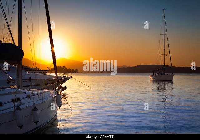 ships-and-boats-in-poros-island-harbour-