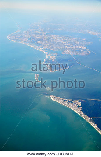 Tampa Florida Bay Sunshine Skyway Bridge Anna Maria Island Gulf of Mexico St. Petersburg aerial American Airlines - Stock Image