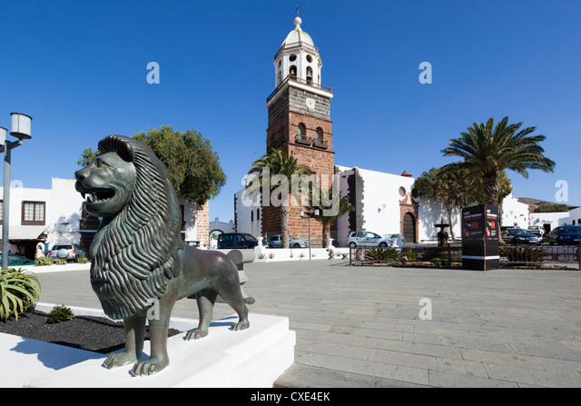 Main square and Church of Our Lady of Guadalupe, Teguise, Lanzarote, Canary Islands, Spain - Stock Image