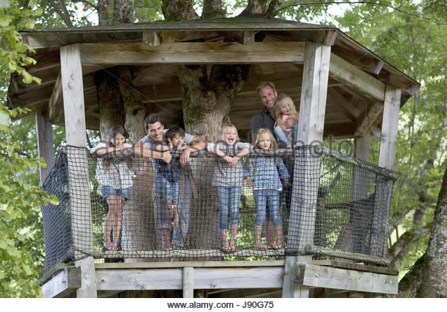 Father With Children In Adventure Playground Tree House - Stock-Bilder