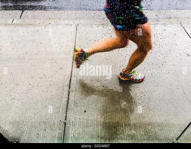 Jogger in the rain - Stock-Bilder