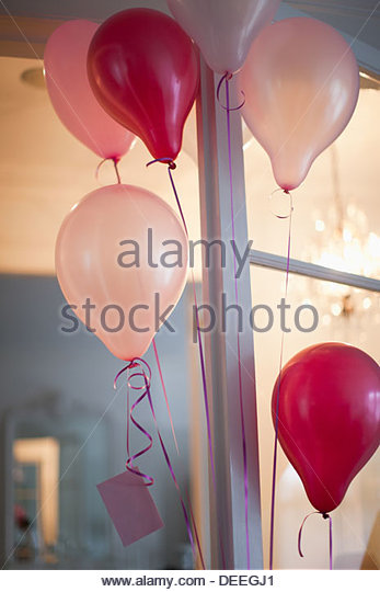 Balloons with card attached to string - Stock-Bilder