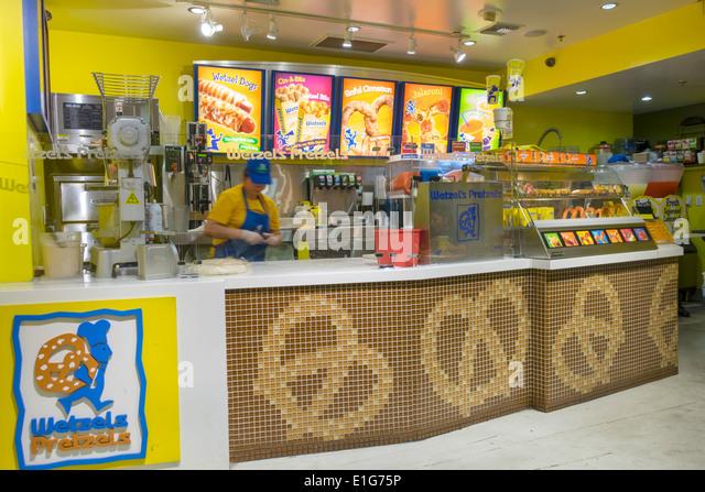 Los Angeles California CA Downtown 7th Street Metro Center Station Wetzel's Pretzels fast food restaurant chain - Stock Image