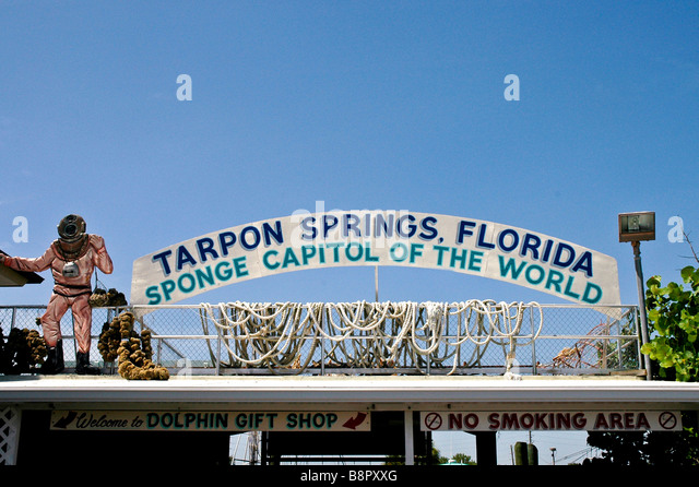Tarpon Springs Fl Tarpon Springs Florida Sponge Capitol of the World sign sponge diver in hard hat - Stock Image