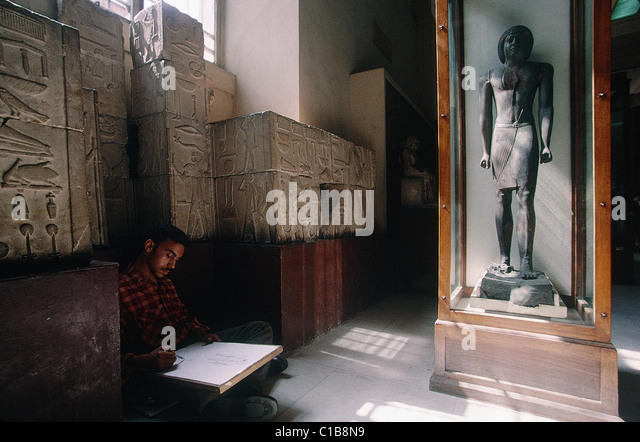 Egypt, Cairo, Antiquity museum Student drawing a stele - Stock-Bilder