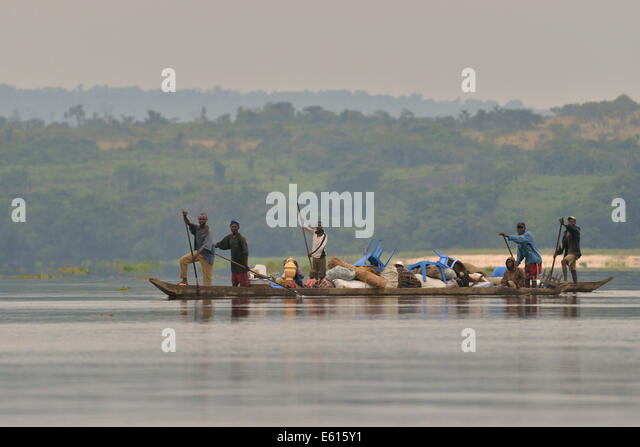 Fishermen on a pirogue on the Congo River, near Tshumbiri, Bandundu Province, Democratic Republic of the Congo - Stock-Bilder