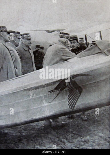 General Foch and senior army officers greet French pilot Captain Guynemer. - Stock Image