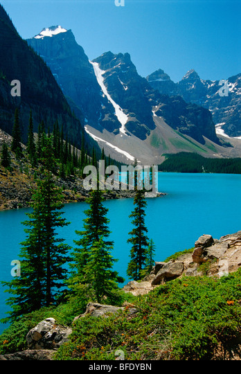 Moraine Lake and the Wenkchemna Peaks, Banff National Park, Alberta, Canada - Stock Image