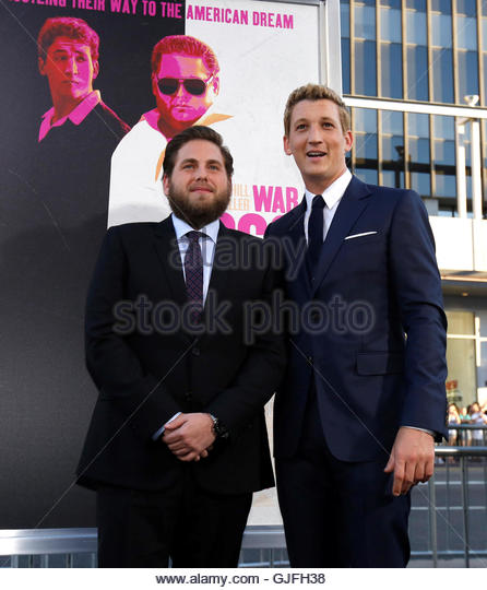 Cast members Jonah Hill (L) and Miles Teller pose at the premiere for the movie 'War Dogs' at the TCL Chinese - Stock-Bilder