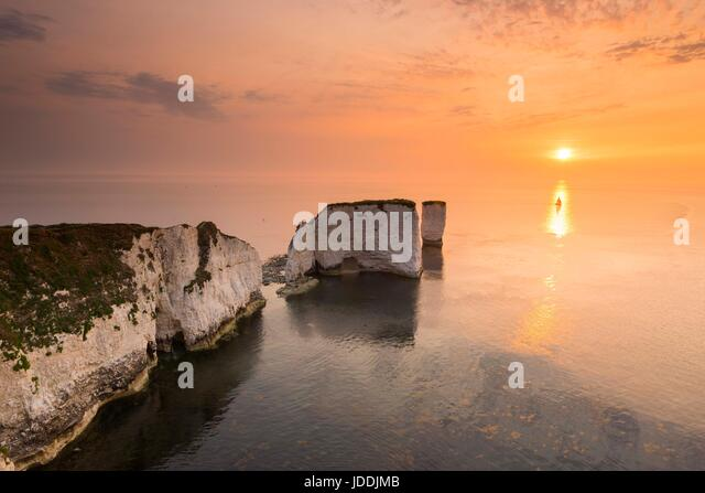 Old Harry Rocks, Studland, Dorset, UK. 20th June 2017.   UK Weather.  Sunrise at Old Harry Rocks near Studland in - Stock-Bilder