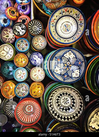 Hand-painted bowls for sale are seen on a market stall in Marakech, Morocco. - Stock-Bilder