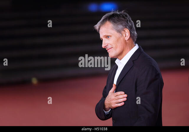 Rome, Italy. 17th October, 2016. Viggo Mortensen walks a red carpet for 'Captain Fantastic' During The 11th - Stock-Bilder