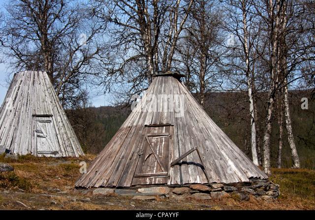 Goahti / kota, traditional Sami wooden huts on the tundra, Lapland, Sweden - Stock-Bilder