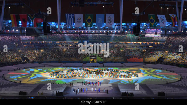 Rio de Janeiro, Brazil. 21st Aug, 2016. dpatopbilder Dancers create the Olympic Rings during the Closing Ceremony - Stock-Bilder