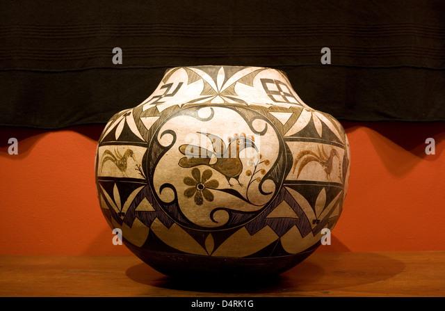 Santa Fe: Morning Star Gallery / Acoma polychrome pot c1900 - Stock Image